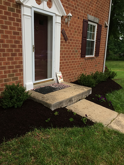 front-of-house-flower-bed-with-mulch