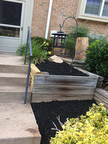 retaining-wall-repaired-and-new-mulch-added